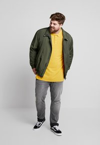 Jack´s Sportswear - DYED AND WASHED OUT - Piké - camel - 1