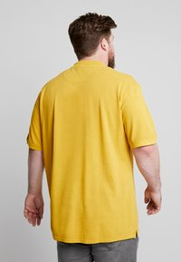 Jack´s Sportswear - DYED AND WASHED OUT - Piké - camel - 2