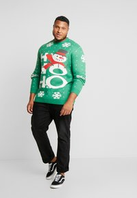 Jack´s Sportswear - CHRISTMAS O-NECK - Jumper - green - 1