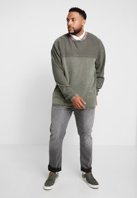 Jack´s Sportswear - ROLL EDGE TEXTURE - Neule - army - 1