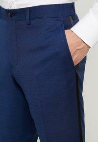 Jack & Jones PREMIUM - JPRSOLARIS SINATRA TUX SUIT SUPER SLIM FIT - Garnitur - medieval blue - 7