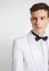 Jack & Jones PREMIUM - JPRLEONARDO SLIM FIT - Giacca elegante - white - 3