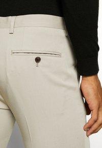 Jack & Jones PREMIUM - JPRVINCENT TROUSER - Pantaloni eleganti - beige - 5
