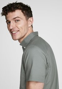 Jack & Jones PREMIUM - Camisa - grey - 3
