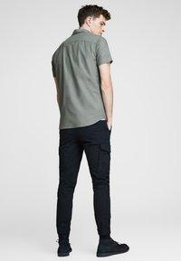 Jack & Jones PREMIUM - Camisa - grey - 2