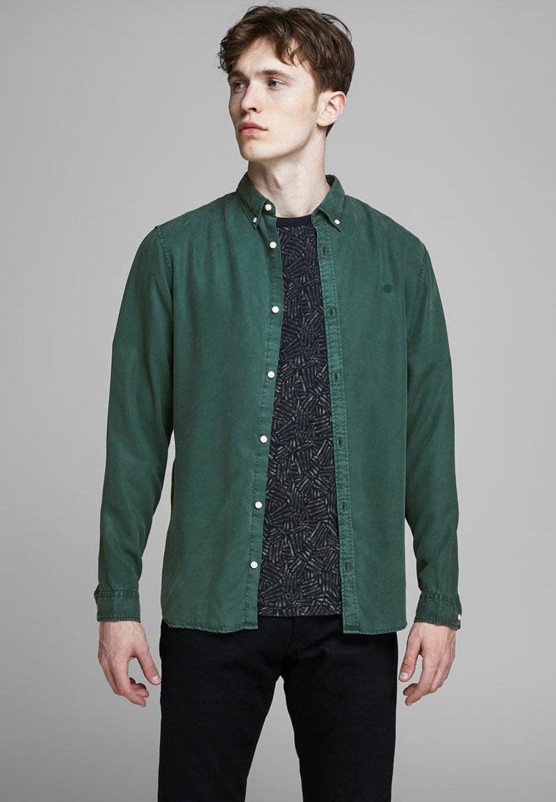 Jack & Jones PREMIUM - Shirt - darkest spruce