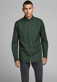 Jack & Jones PREMIUM - Koszula - dark green - 0