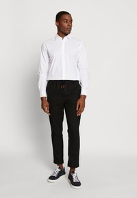Jack & Jones PREMIUM - JPRTWO PACK SLIM FIT - Formální košile - white - 1