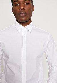 Jack & Jones PREMIUM - JPRTWO PACK SLIM FIT - Formální košile - white - 6