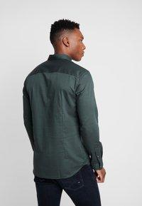 Jack & Jones PREMIUM - JPRFOCUS SOLID SHIRT SLIM FIT - Shirt - darkest spruce - 2
