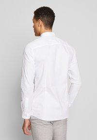 Jack & Jones PREMIUM - JPRBLASUPER STRETCH - Camicia elegante - white/super slim - 2