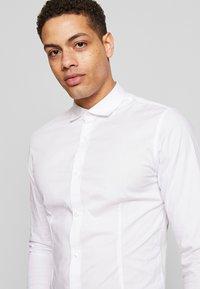 Jack & Jones PREMIUM - JPRBLASUPER STRETCH - Camicia elegante - white/super slim - 3