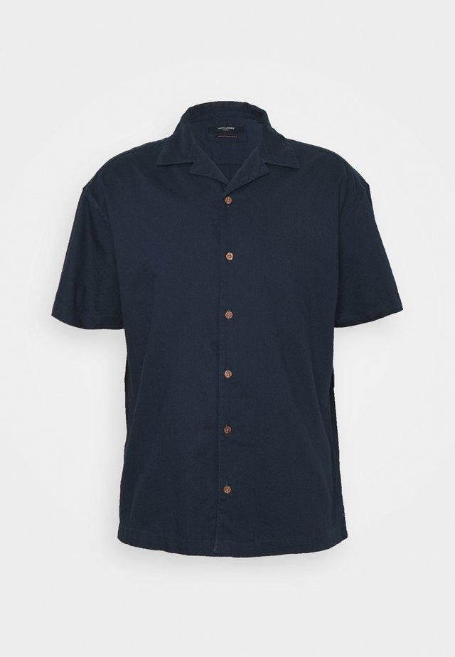 JPRBLUTYLER RESORT SOLID - Vapaa-ajan kauluspaita - navy blazer
