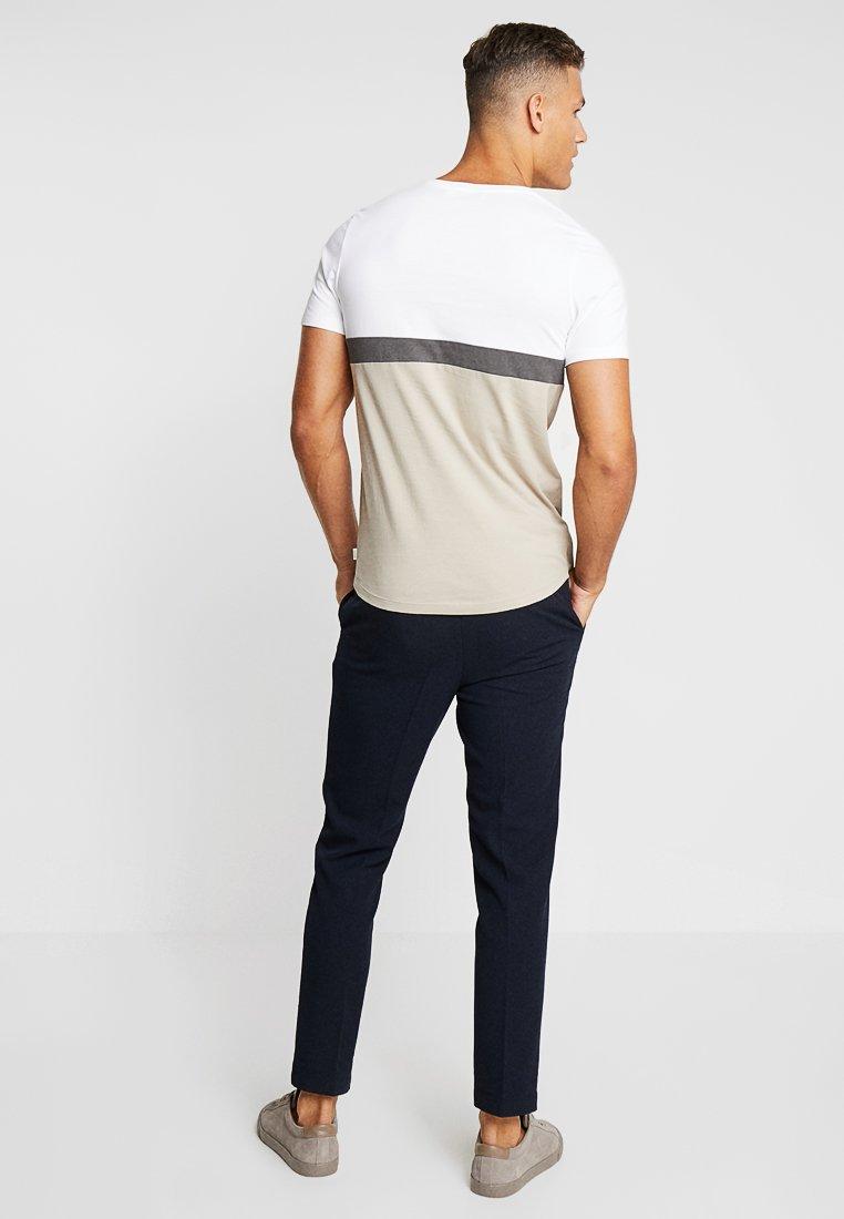 Neck Jones Slim Crew Jackamp; Imprimé String Jprnathan Premium Tee FitT shirt Jc3uKlF5T1