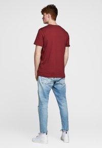 Jack & Jones PREMIUM - Basic T-shirt - red - 2