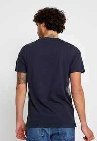 Jack & Jones PREMIUM - JPRBRANDON TEE CREW NECK - Print T-shirt - dark navy - 2