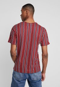 Jack & Jones PREMIUM - JPRAIDEN TEE CREW NECK - Print T-shirt - burnt russet
