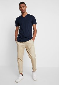 Jack & Jones PREMIUM - JPRMISA TEE CREW NECK - Basic T-shirt - navy blazer - 1