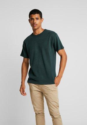 JPRNIGHT TEE CREW NECK - Basic T-shirt - darkest spruce