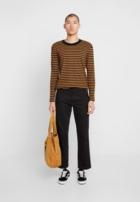 Jack & Jones PREMIUM - JPRHAGUE STRIPE TEE CREW NECK - Top s dlouhým rukávem - black/tobacco brown - 1