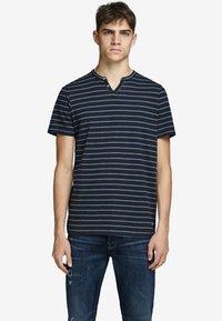 Jack & Jones PREMIUM - Print T-shirt - dark navy - 0
