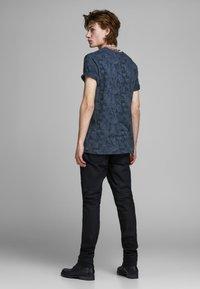 Jack & Jones PREMIUM - KENTON  - Print T-shirt - mood indigo - 2