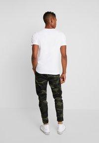 Jack & Jones PREMIUM - JPRROCKETMAN TEE CREW NECK - T-shirts med print - white - 2