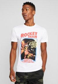 Jack & Jones PREMIUM - JPRROCKETMAN TEE CREW NECK - T-shirts med print - white - 0