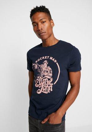 JPRROCKETMAN TEE CREW NECK - T-shirt med print - sky captain