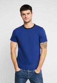 Jack & Jones PREMIUM - JPRLARS TEE CREW NECK - Basic T-shirt - blue depths/black - 0