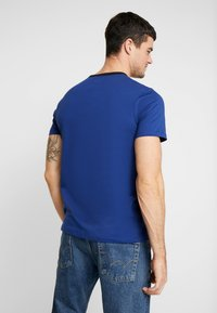 Jack & Jones PREMIUM - JPRLARS TEE CREW NECK - Basic T-shirt - blue depths/black - 2