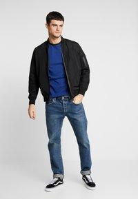 Jack & Jones PREMIUM - JPRLARS TEE CREW NECK - Basic T-shirt - blue depths/black - 1