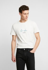 Jack & Jones PREMIUM - JPRLOGAN TEE CREW NECK REGULAR FIT - T-shirt med print - blanc de blanc - 0
