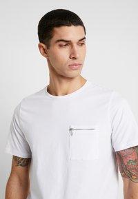 Jack & Jones PREMIUM - JPRSMART ZIP TEE CREW NECK - T-Shirt basic - white - 3
