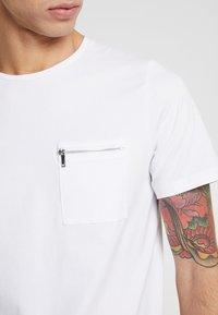 Jack & Jones PREMIUM - JPRSMART ZIP TEE CREW NECK - T-Shirt basic - white - 5
