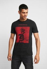 Jack & Jones PREMIUM - JPRGARY TEE CREW NECK - T-shirt med print - black - 0