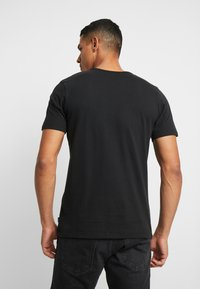 Jack & Jones PREMIUM - JPRGARY TEE CREW NECK - T-shirt med print - black - 2