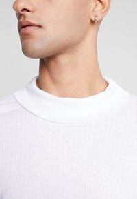 Jack & Jones PREMIUM - JPRLUTON LS TEE TURTLE NECK  - Long sleeved top - white - 6