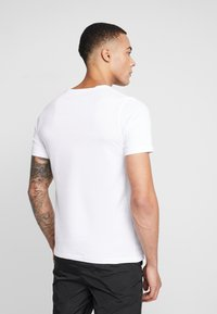 Jack & Jones PREMIUM - JPRSMART TEE CREW NECK - T-Shirt print - white - 2