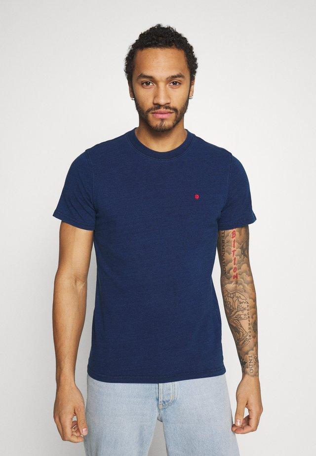 TEE CREW NECK - Basic T-shirt - medium blue denim