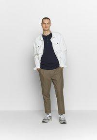 Jack & Jones PREMIUM - GRANDDAD - Bluzka z długim rękawem - navy blazer - 1