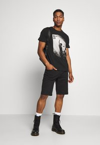 Jack & Jones - JPRNOEL TEE CREW NECK - T-shirt print - black - 1