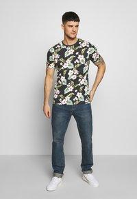 Jack & Jones PREMIUM - JPRDALE TEE CREW NECK SLIM FIT - Print T-shirt - black - 1