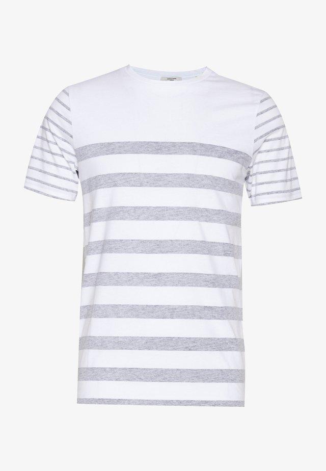 JPRBLA REVERSY TEE  CREW NECK - T-shirt print - white/navy blazer