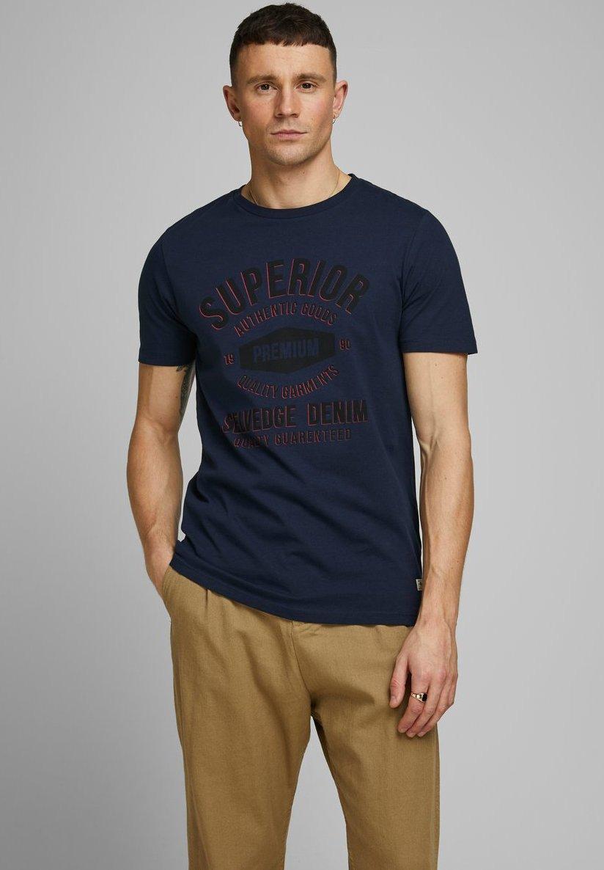 Jack & Jones PREMIUM T-shirt z nadrukiem - navy blazer