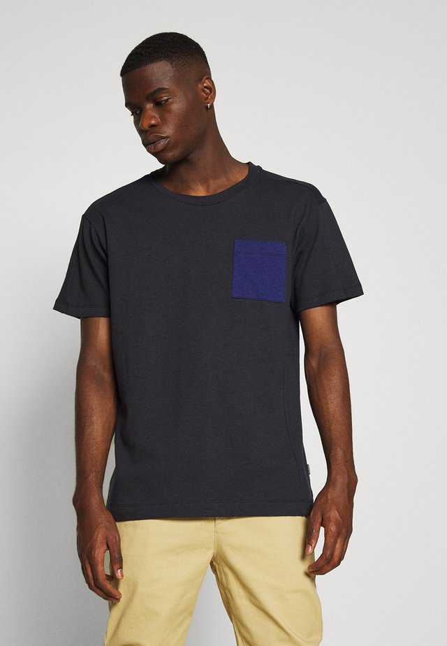 JPRAIDEN TEE CREW NECK AMERICAN FIT - Basic T-shirt - navy blazer