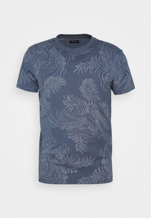 JPRCHASE CREW NECK - T-shirt print - denim blue