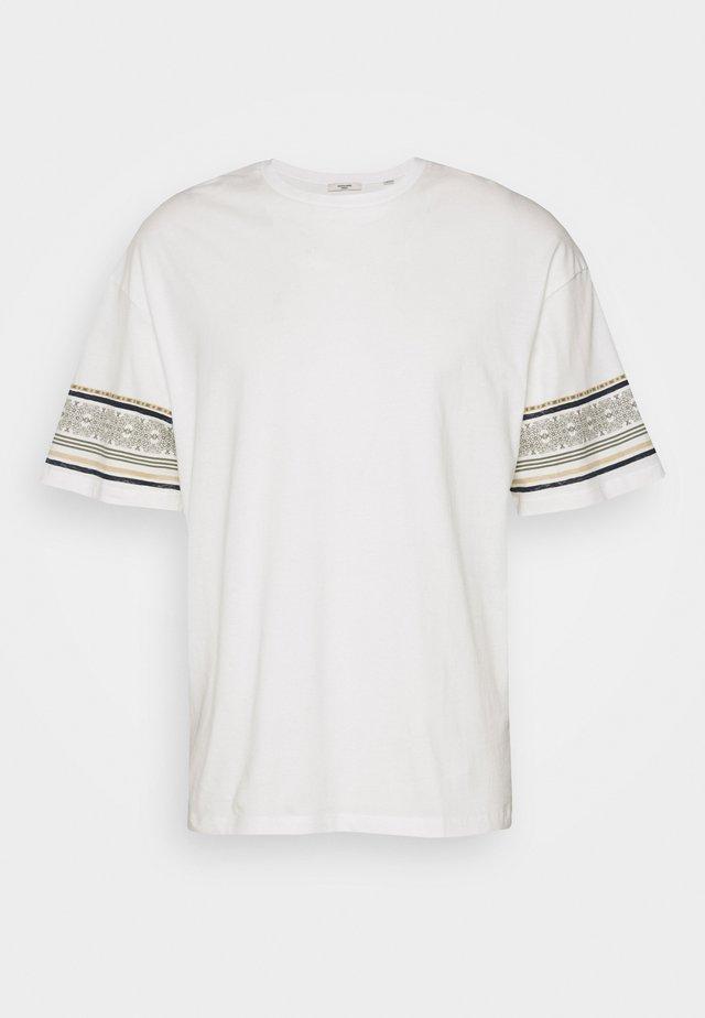 JPRTUSCAN TEE CREW NECK  - T-shirt imprimé - blanc de blanc