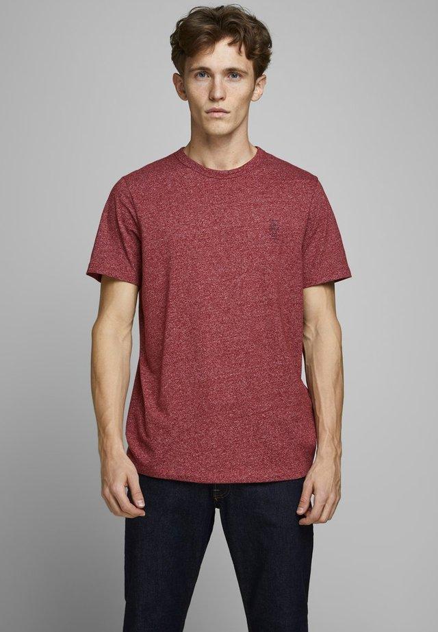 JACK & JONES PREMIUM T-SHIRT RUNDHALSAUSSCHNITT - T-shirt basic - red dahlia