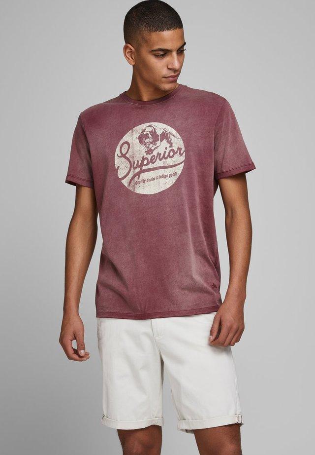 T-shirt print - zinfandel